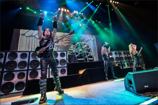 Manowar Tour 2016.jpg
